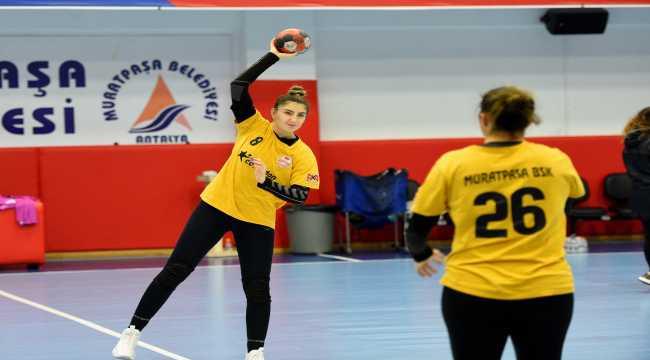 Muratpaşa Belediyespor, EHF Kupası'nda Yalıkavakspor ile yapacağı maçın hazırlıklarını sürdürdü