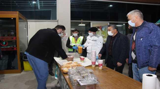 Güvenlik güçleri ve sağlık çalışanlarına sıcak çorba ikramı