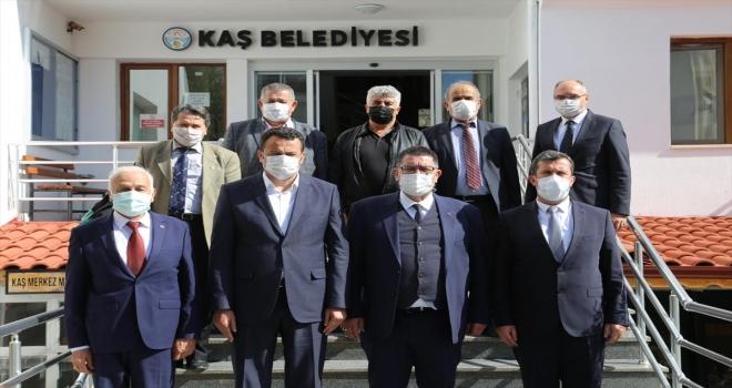 AESOB Başkanı Adlıhan Dere, Kaş Belediye Başkanı Ulutaş'ı ziyaret etti
