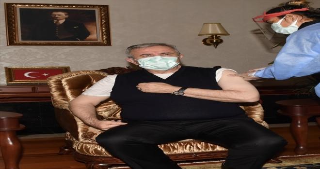 Ankara Büyükşehir Belediye Başkanı Yavaş, Kovid-19 aşısı oldu