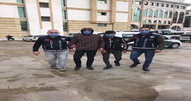 Antalya'da kadının cep telefonunu gasp eden 4 zanlı tutuklandı