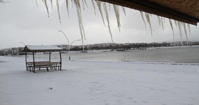 Beyşehir Gölü'ndeki adalar beyaza büründü
