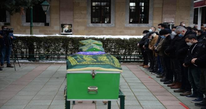 Eskişehir'de ölü bulunan karı koca ve 4 yaşındaki çocukları yan yana defnedildi