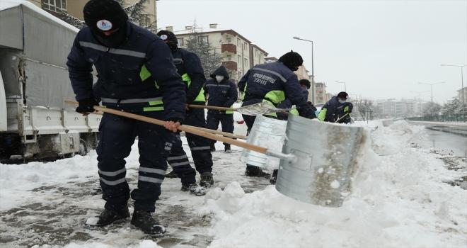 İç Anadolu'da ulaşıma kar engeli