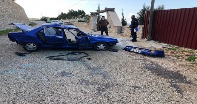 Kaş'ta devrilen otomobilin sürücüsü yaralandı