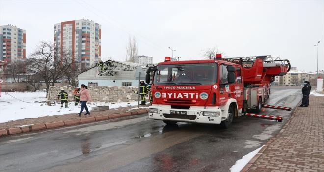 Kayseri'de gecekonduda çıkan yangın hasara neden oldu