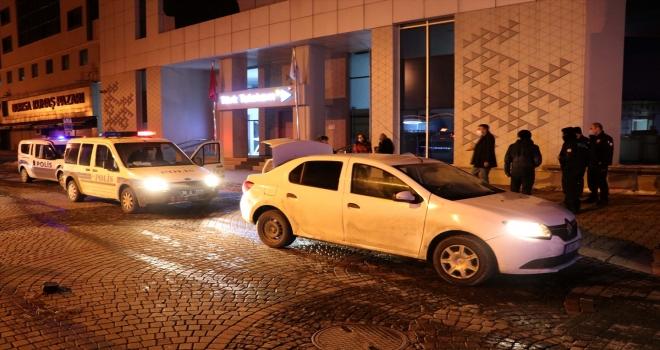 Otomobille polisten kaçanlar kovalamaca sonucu yakalandı