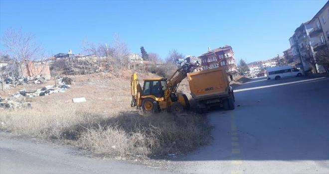 Kırıkkale'de çöp ev, belediye ekiplerince temizlendi