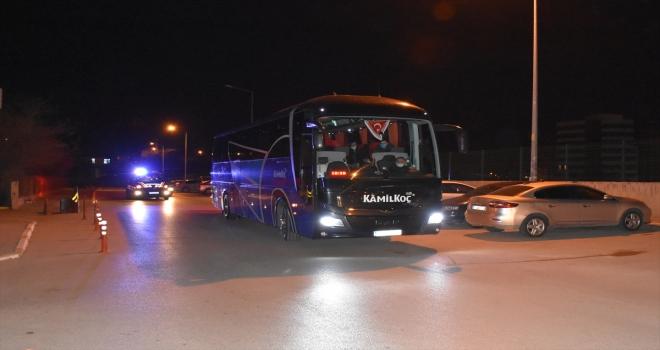 Kırıkkale'de riskli yolcu taşıyan otobüsteki tüm yolculara Kovid-19 testi yapıldı