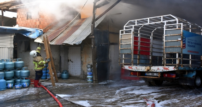 Kırıkkale'de tüp yüklü kamyonet yandı