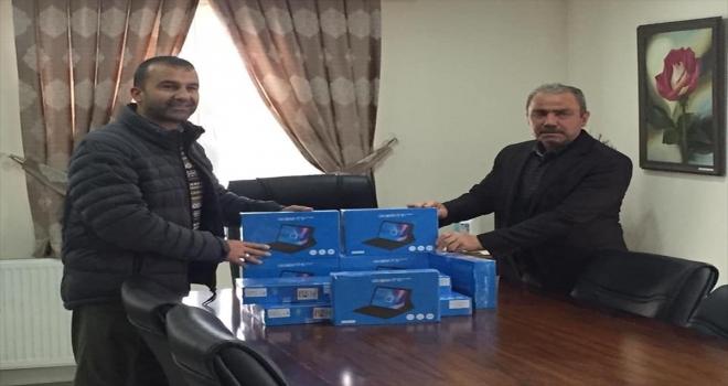 Kırşehir'de ihtiyaç sahibi öğrencilere tablet desteği
