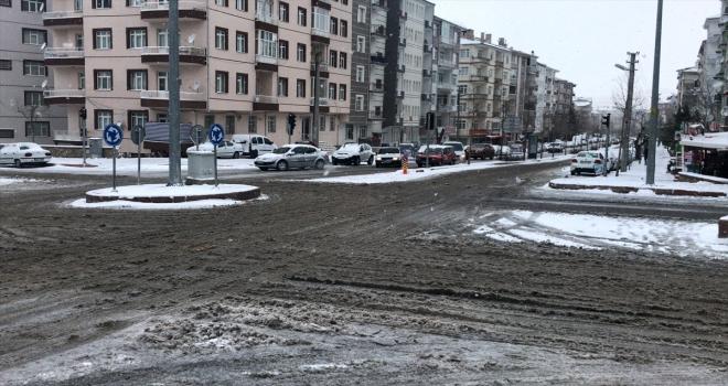 Kırşehir, Kırıkkale, Nevşehir ve Niğde'de kar yağışı etkili oluyor