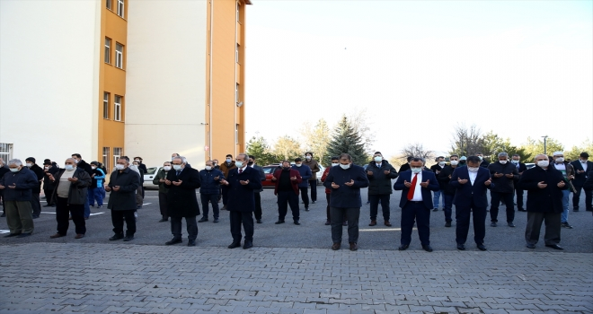 Sivas'ta şehitler için gıyabi cenaze namazı kılındı
