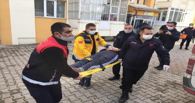 Sivas'ta yalnız yaşayan yaşlı adam evinde baygın halde bulundu