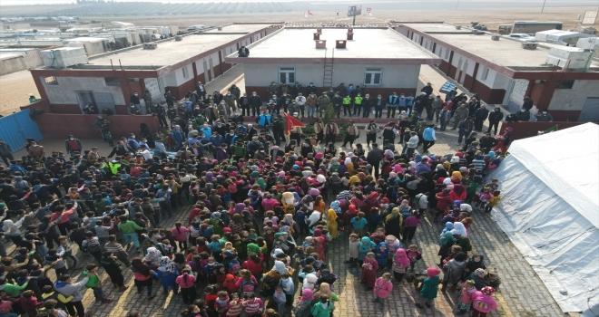 Diyanet Vakfından İdlib ve Azez'de 8 bin çocuğa destek