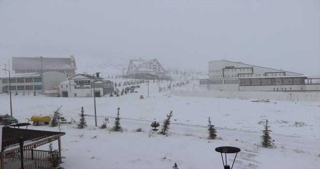 Yıldız Dağı Kayak Merkezi'nde kar kalınlığı 60 santimetreye ulaştı