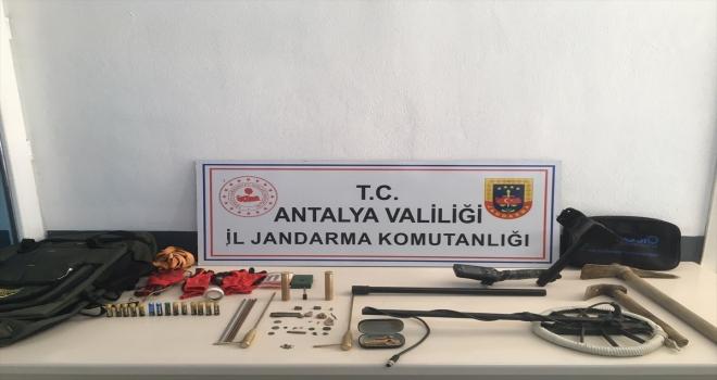 Antalya'da kaçak kazı yaptığı iddiasıyla bir kişi yakalandı