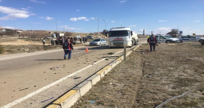 Kırıkkale'de iki otomobil çarpıştı: 4 yaralı