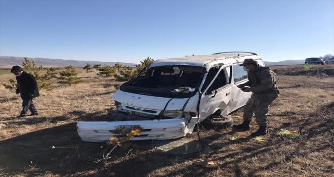 Sivas'ta panelvan araç devrildi: 1 yaralı