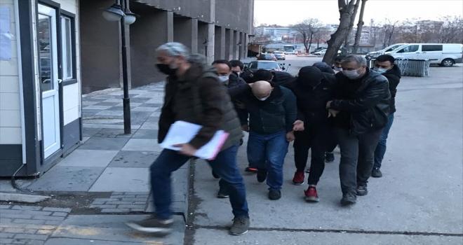 Kürşat Ayvatoğlu, 'konutu terk etmeme' şartıyla serbest bırakıldı