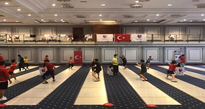 Yıldız ve Genç Eskrim Milli Takımı sporcularının Antalya kampı devam ediyor