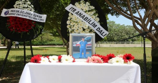 Akdeniz Üniversitesinde hayatını kaybeden doktor için anma töreni