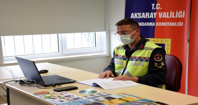 Aksaray'da jandarma, EBA üzerinden öğrencilere trafik eğitimi verdi