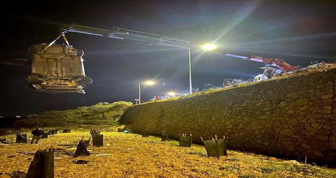 Alanya'da bahçeye devrilen otomobilin sürücüsü yaralandı