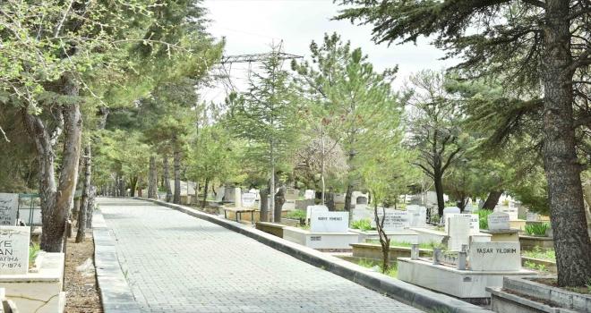 Ankara Büyükşehir Belediyesi mezarlıklarda temizlik çalışması başlattı