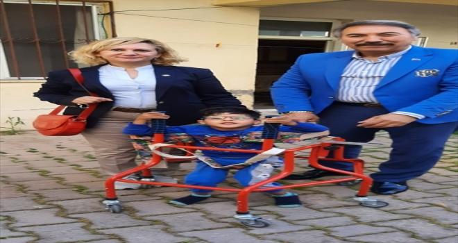 Antalya'da kas hastası 5 yaşındaki Halil İbrahim, hayırsever tarafından alınan yürüteç sayesinde ilk adımı attı