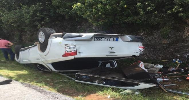 Antalya'da otomobil devrildi: 5 yaralı
