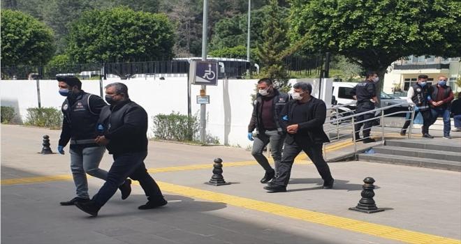 Antalya'da şüphe üzerine durdurulan araçta 440 sikke ele geçirildi