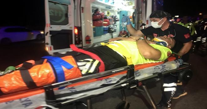 Antalya'da trafik polisleri kaza yaptı, 1 polis hafif yaralandı