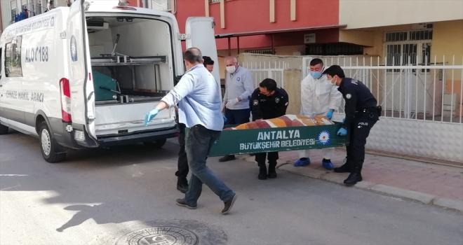 Antalya'da yatağa bağımlı annesiyle yaşayan 60 yaşındaki kişi evinde ölü bulundu