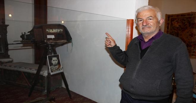 Baba yadigarı fotoğraf makinesini şehir müzesine bağışladı