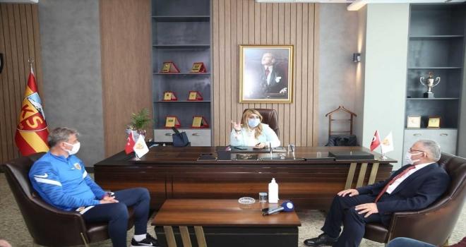 Büyükşehir Belediye Başkanı Büyükkılıç'tan Kayserispor'a ziyaret