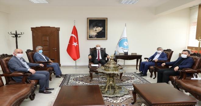Eğitim-Bir-Sen Genel Sekreteri Latif Selvi, Prof. Dr. Kar'ı ziyaret etti