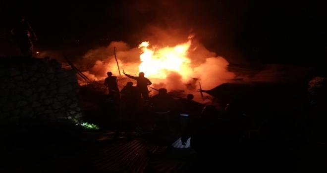 Karaman'da çıkan yangında 5 ev zarar gördü
