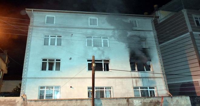 Kırıkkale'de eşini bıçakla öldürdüğü iddia edilen koca, evi ve aracını ateşe verdi