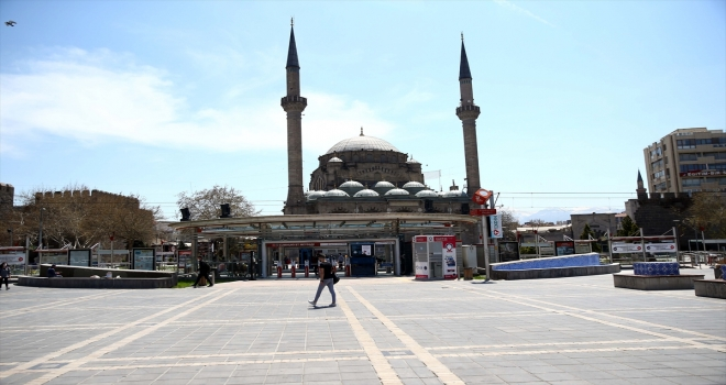 Kırşehir, Kayseri ve Sivas'ta sokağa çıkma kısıtlaması nedeniyle sessizlik hakim