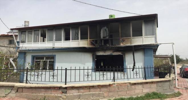 3 yaşındaki çocuk çakmakla oynarken evi yaktı
