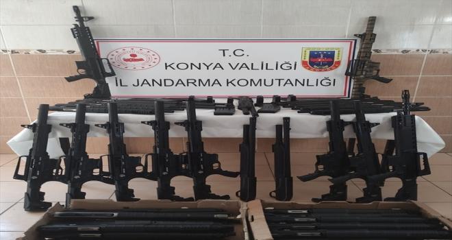 Konya'da jandarmanın trafik denetiminde seri numaraları bulunmayan 47 av tüfeği ele geçirildi