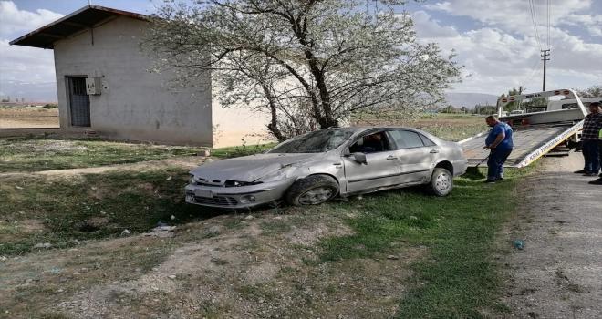 Şarampole devrilen otomobildeki 6 kişi yaralandı