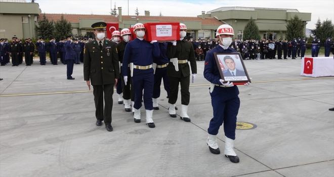 Konya'da Türk Yıldızları uçağının düşmesi sonucu şehit olan pilotun naaşı Trabzon'a uğurlandı