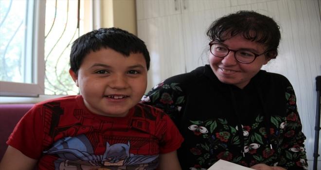 Küçük Erdal'ı annesinin sevgisi hayata bağlıyor