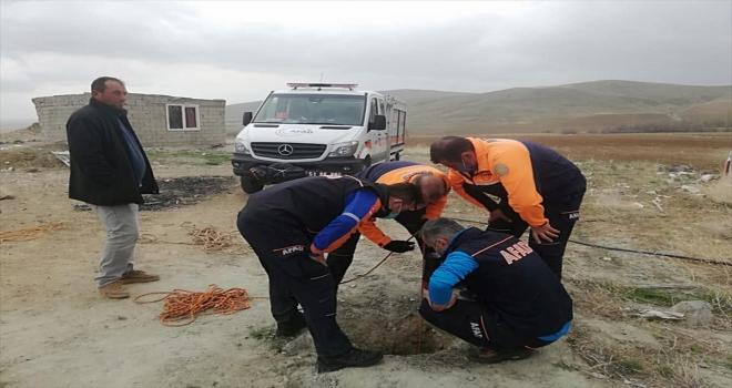 Niğde'de boş su kuyusuna düşen kuzuyu AFAD ekipleri kurtardı