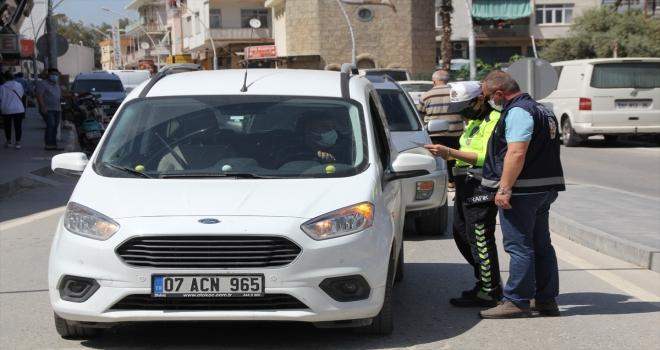 Serik'te sokağa çıkma kısıtlaması ve trafik denetimi yapıldı