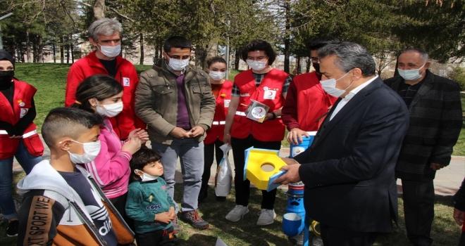 Seydişehir'de sokak hayvanları ve kuşlara yem kapları bırakıldı