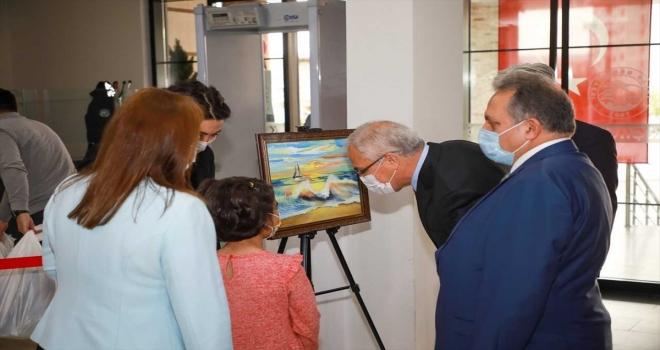 SHÇEK'te kalan çocukların 23 Nisan konulu resim ve el işi sergisi Talas'ta açıldı