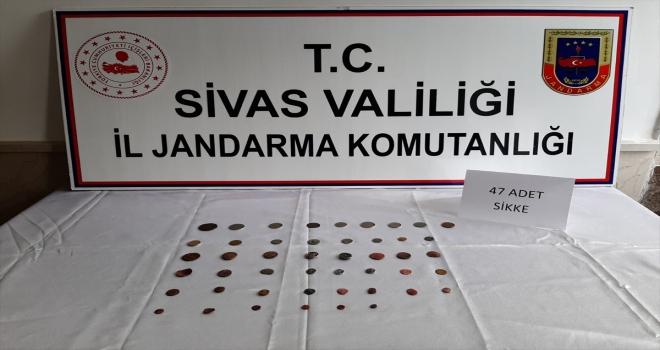 Sivas'ta 2 şüpheli 47 sikke ile yakalandı